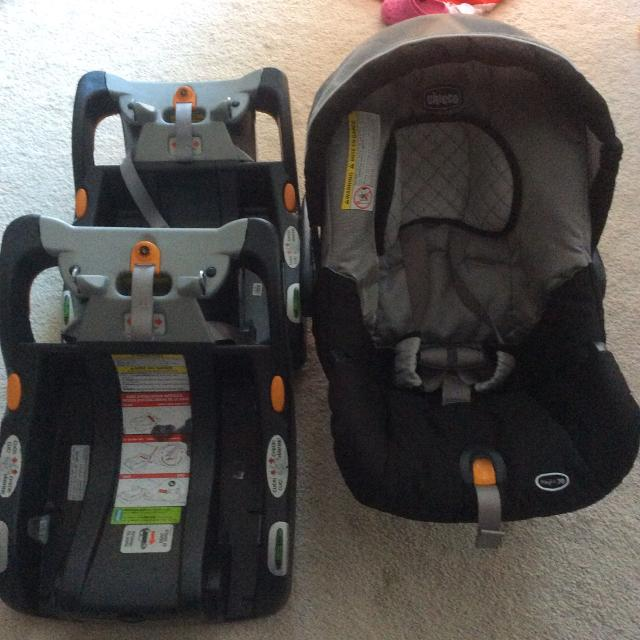 Chicco Infant Car Seat With Two Bases