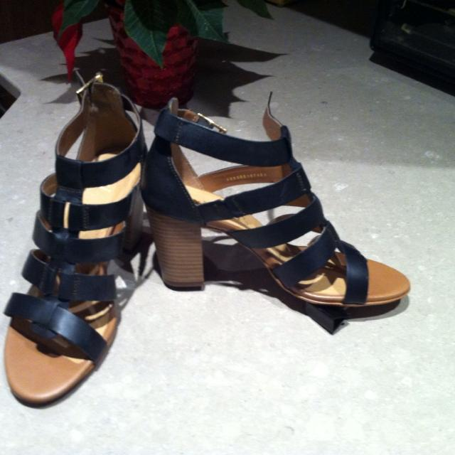 Size 8 women's FLEXI designer sandals  Only worn twice  Paid $150  Great  comfy shoes    But hurt my knee and can't wear heels