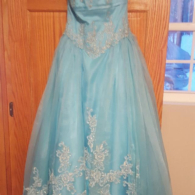Best Size 4 Prom Dress for sale in Ladysmith, Wisconsin for 2018