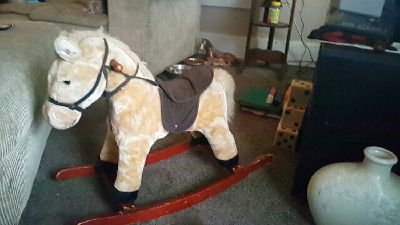 best kids rocking horse for sale in evansville indiana for 2019. Black Bedroom Furniture Sets. Home Design Ideas
