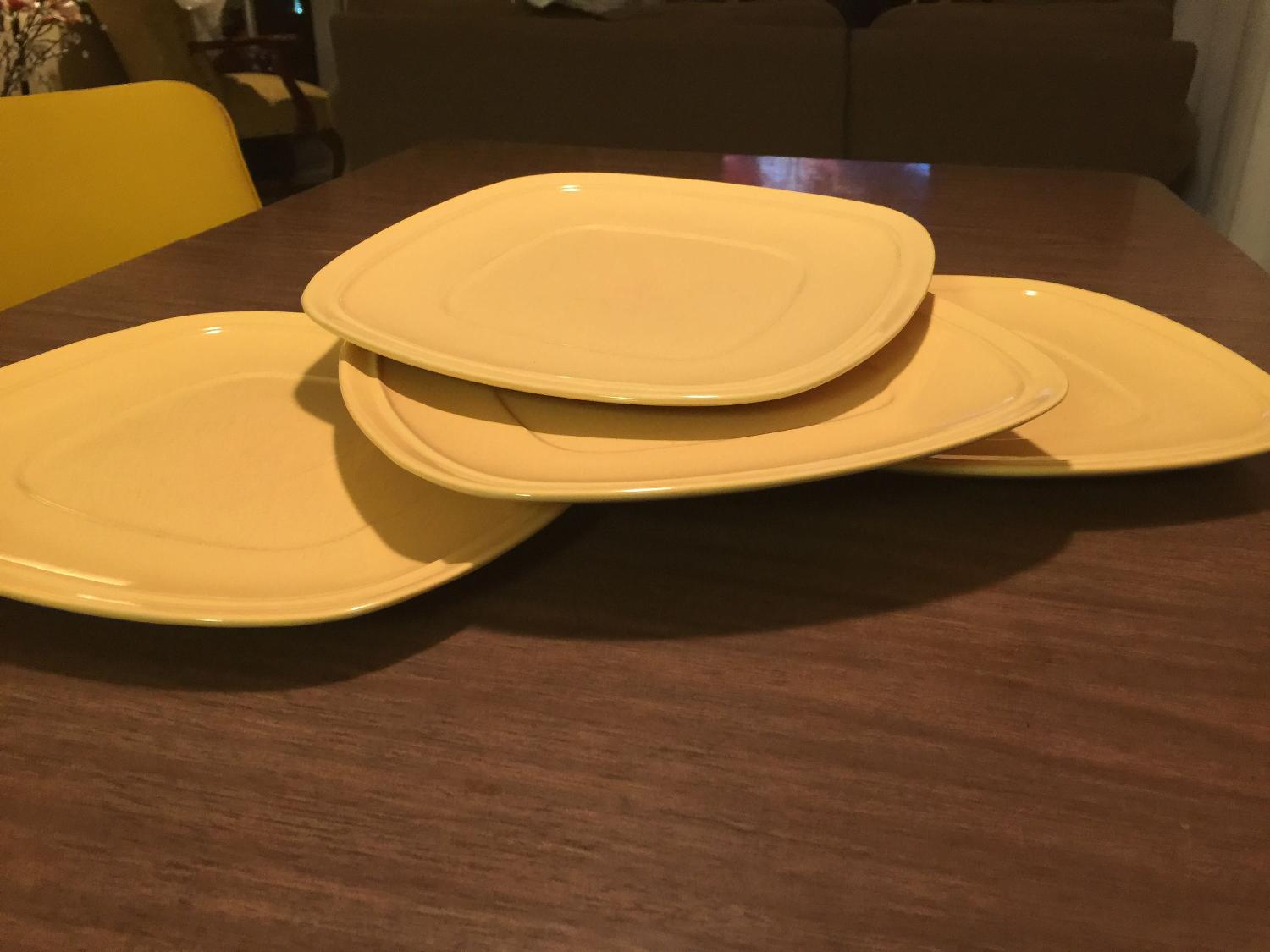 find more 4 large yellow dinner plates 5 for sale at up to 90 off. Black Bedroom Furniture Sets. Home Design Ideas