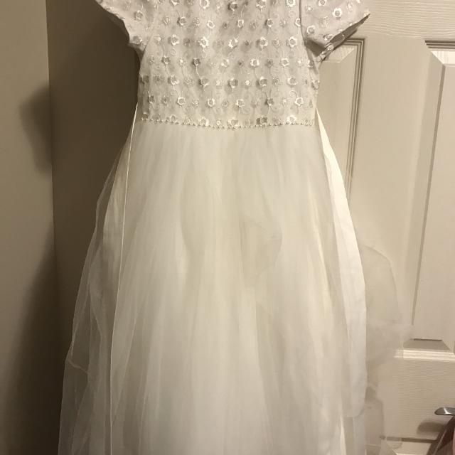 38849b1fff Best White Communion flower Girl Dress Size 8-10 for sale in Sherwood Park