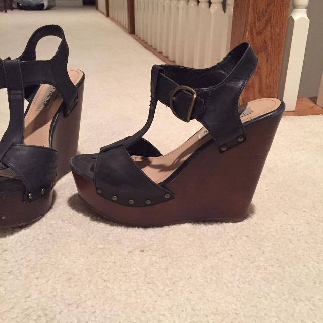 978cb84380b CUTE Steve Madden sandals with wooden, wedge heel. Size 7