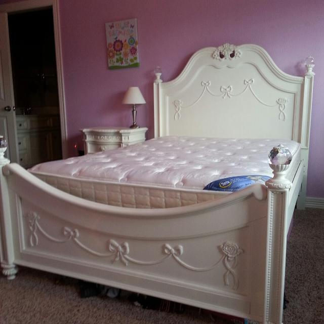 Find More Rooms To Go Disney Princess Full Size Poster Bed For Sale