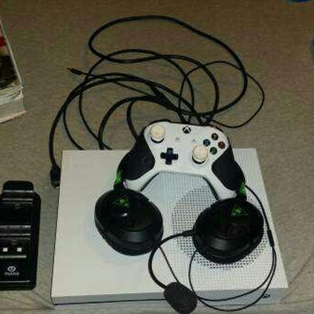 Xbox one s w/modded controller and turtle beach headset