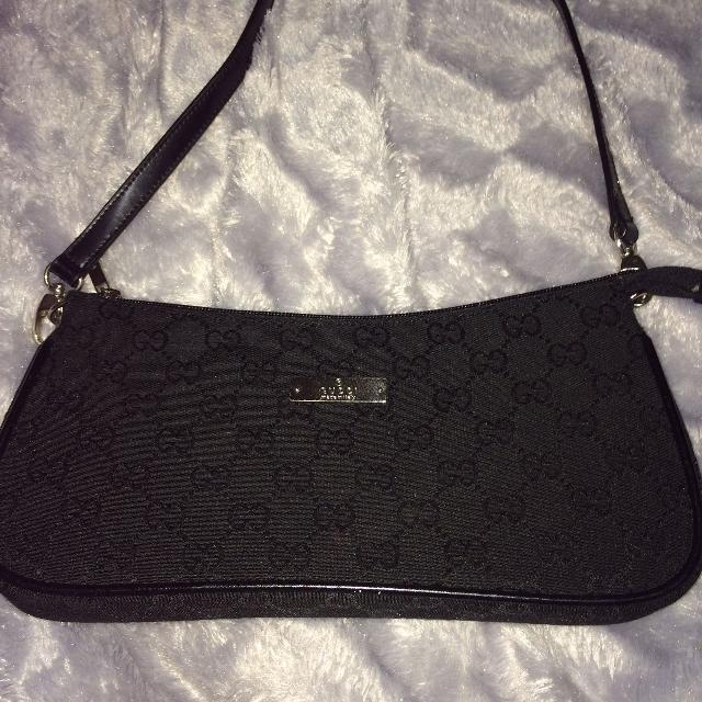 54489fe3e883 Find more Authentic Gucci Small Purse for sale at up to 90% off