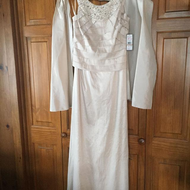 55215e7c89 Find more Nwt Jessica Howard Long Dress. Has Shaw. Great For Prom Or ...