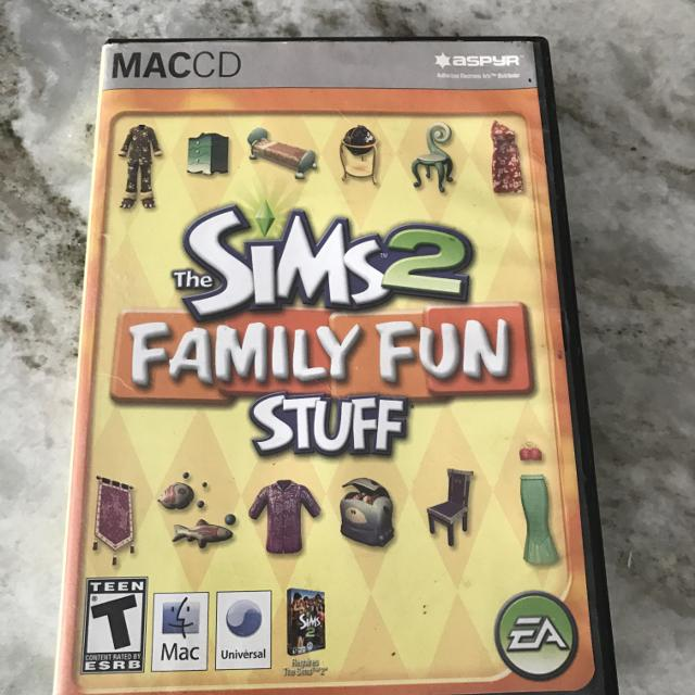 THE SIMS 2 FAMILY FUN STUFF WITH ADDITIONAL DVD OF SIMS2 SEE 2ND PICTURE