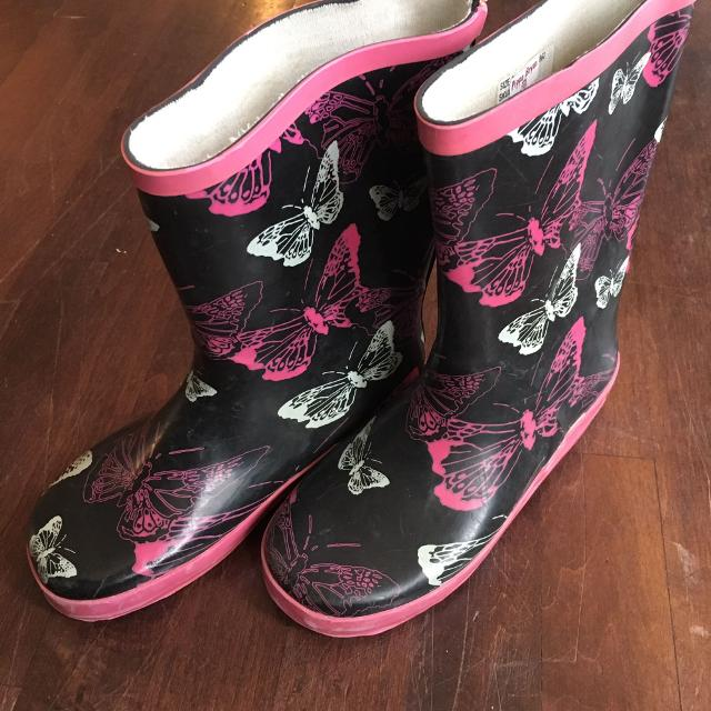 Find more Girls Rain Boots Size 2 for sale at up to 90% off ...