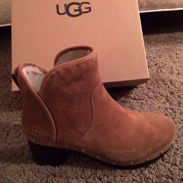 618b9a4317a UGG Women's Cam II Clog Boots Chestnut Suede 1013599 New with Box! Size 9