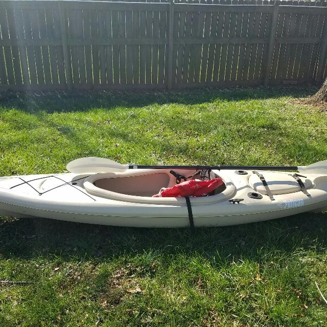 10 ft Pelican Pursuit 100 kayak