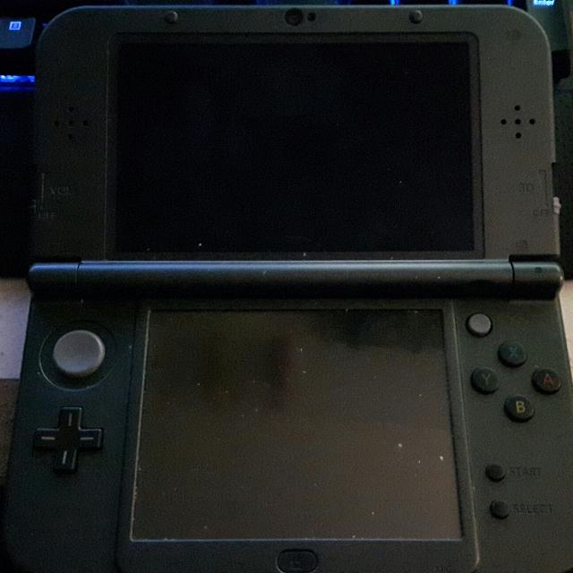 New Nintendo 3DS XL for parts (Bricked)