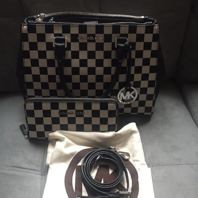 a04f21429643 Find more Authentic Michael Kors Purse And Wallet for sale at up to ...