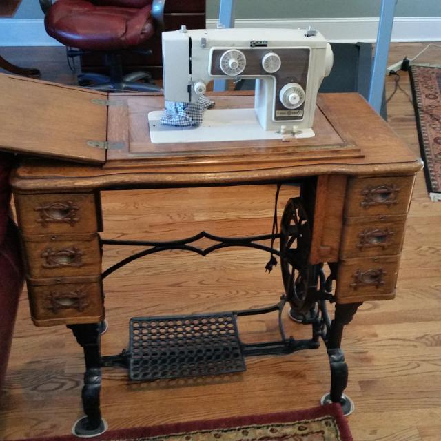 Antique Sewing table and machine - Best Antique Sewing Table And Machine For Sale In Franklin