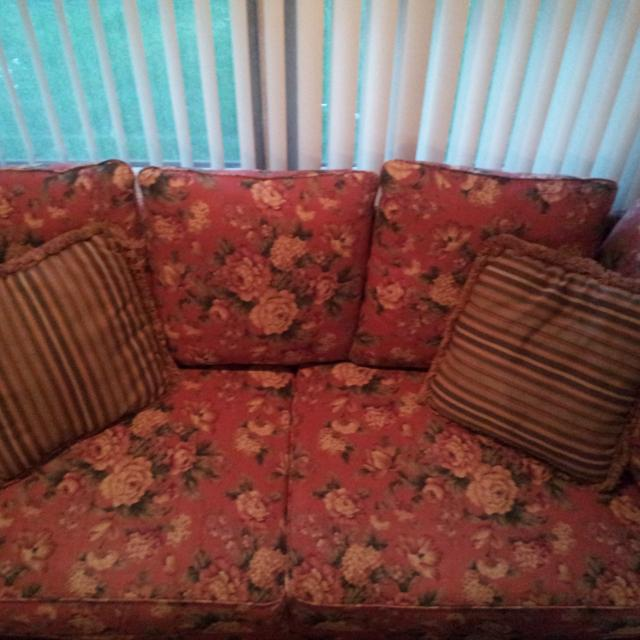 Hickory Hill Sofa For Or Trade
