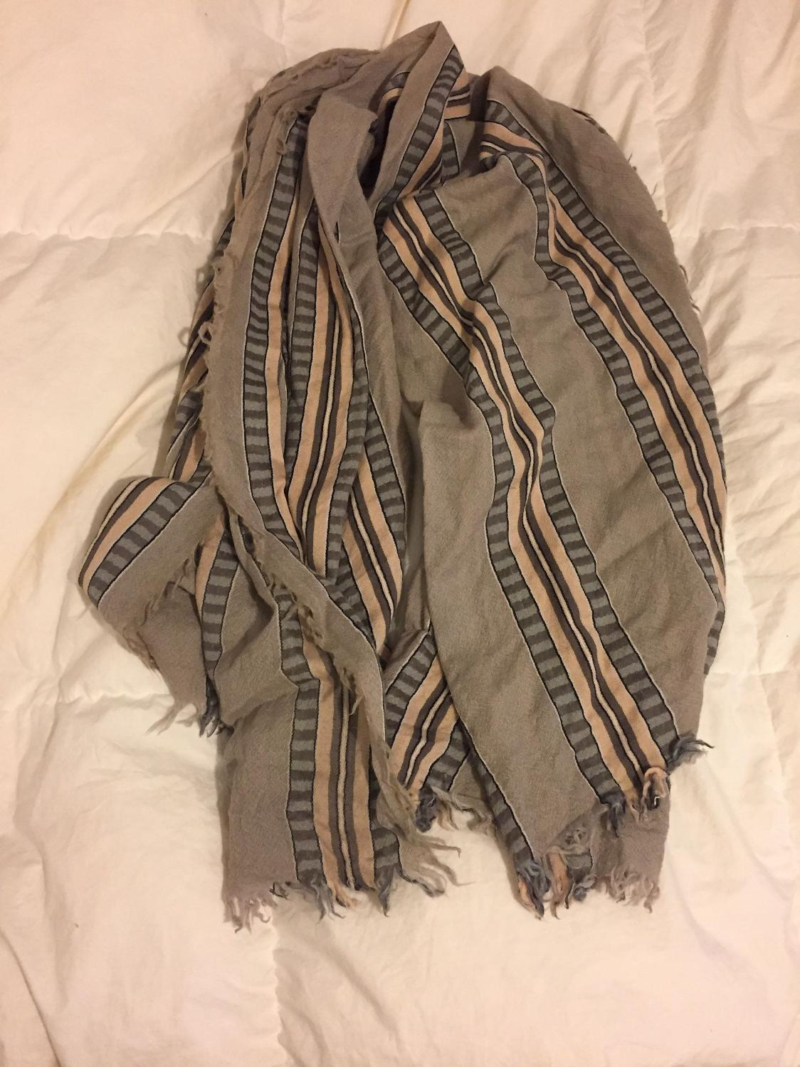 how to clean aritzia blanket scarf