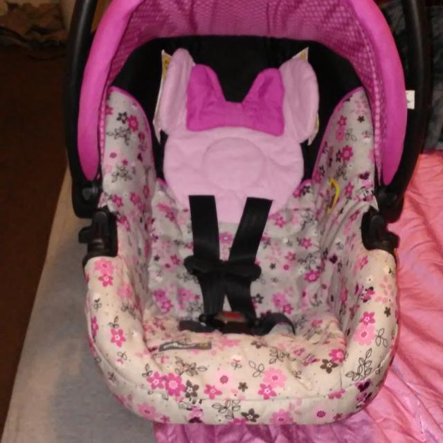 Minnie Mouse Infant Car Seat