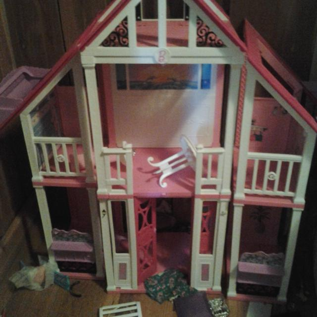Barbie Beach House Comes With Wver Stuff I Have Which Is A Fair Amount 50