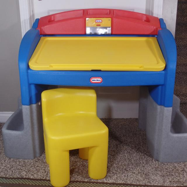 Find More Little Tikes Art School Desk Wchair Lots Of Storage