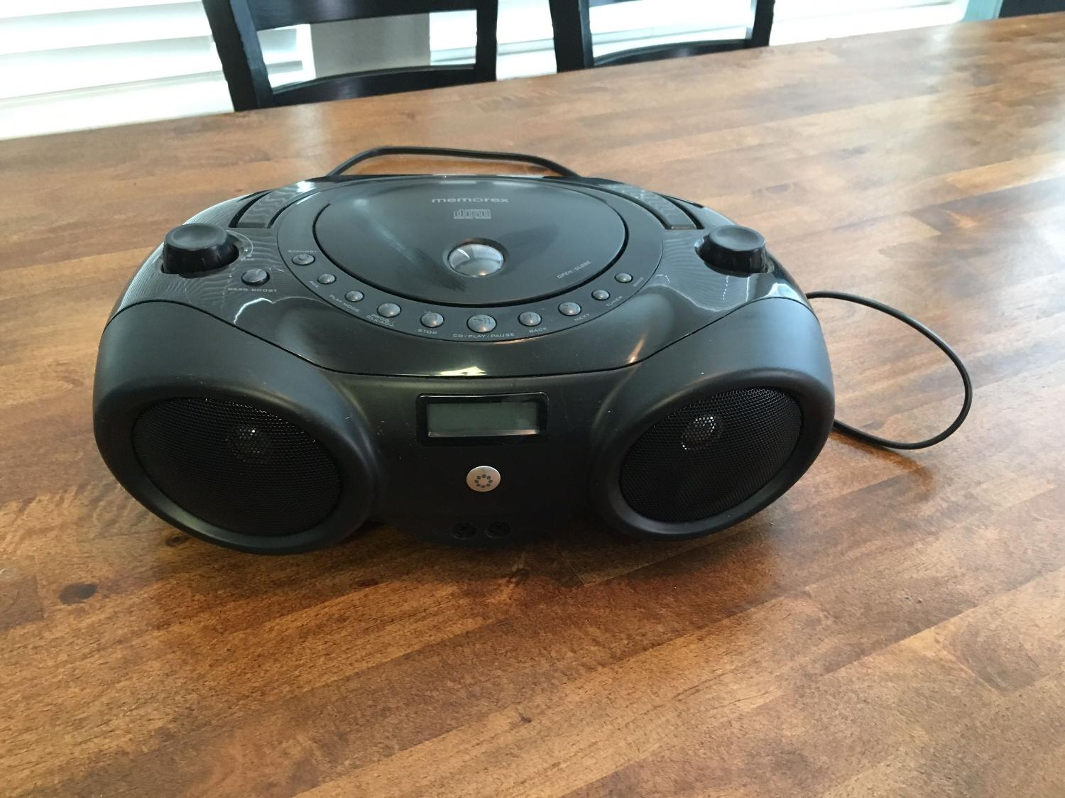 111691421454 besides Memorex Portable CD Boombox Cassette Recorder Am FM Radio Purple New in addition 195104006 likewise 15051008 furthermore Search. on memorex portable cd player