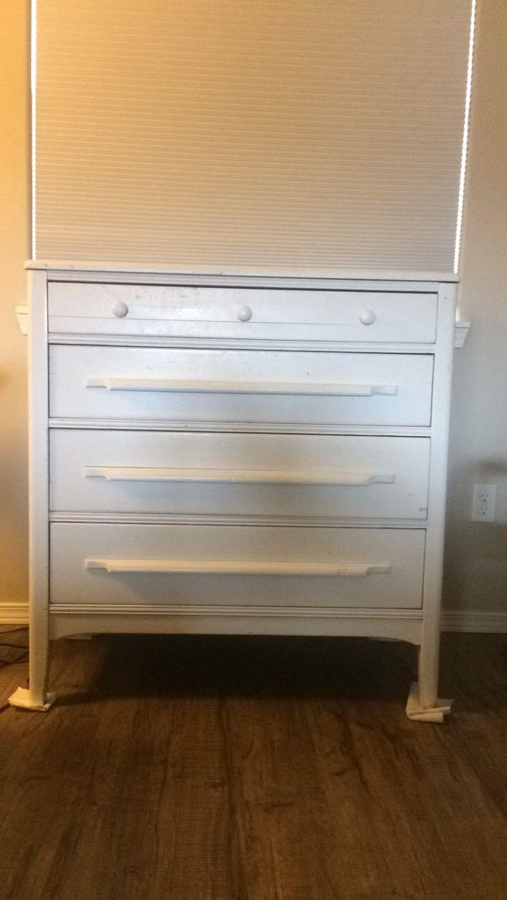 Best 4 drawer dresser for sale in ellensburg washington for Furniture ellensburg