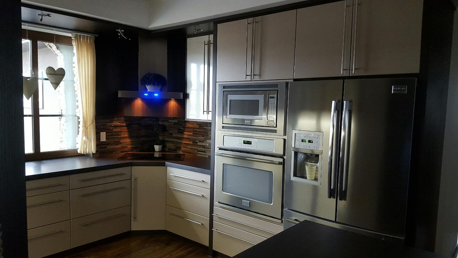 Kitchen cabinets manitoba winnipeg cowry kitchen for Kitchen cabinets winnipeg