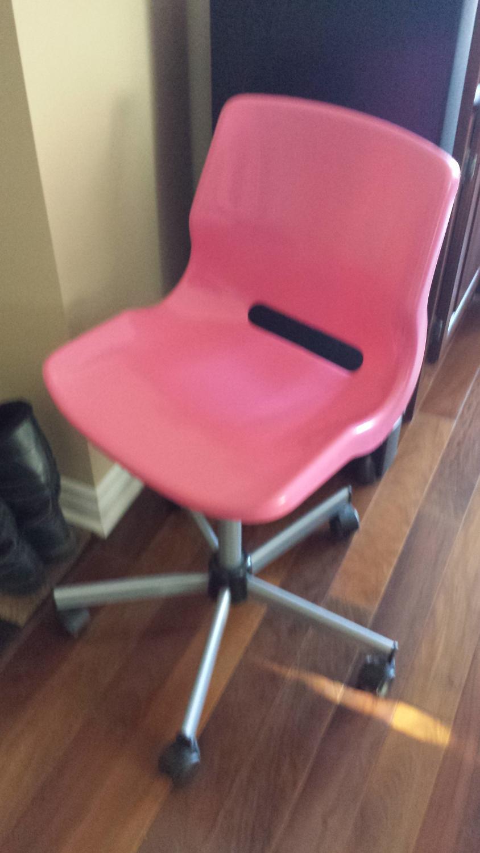 best chaise de bureau ikea for sale in dollard des ormeaux. Black Bedroom Furniture Sets. Home Design Ideas