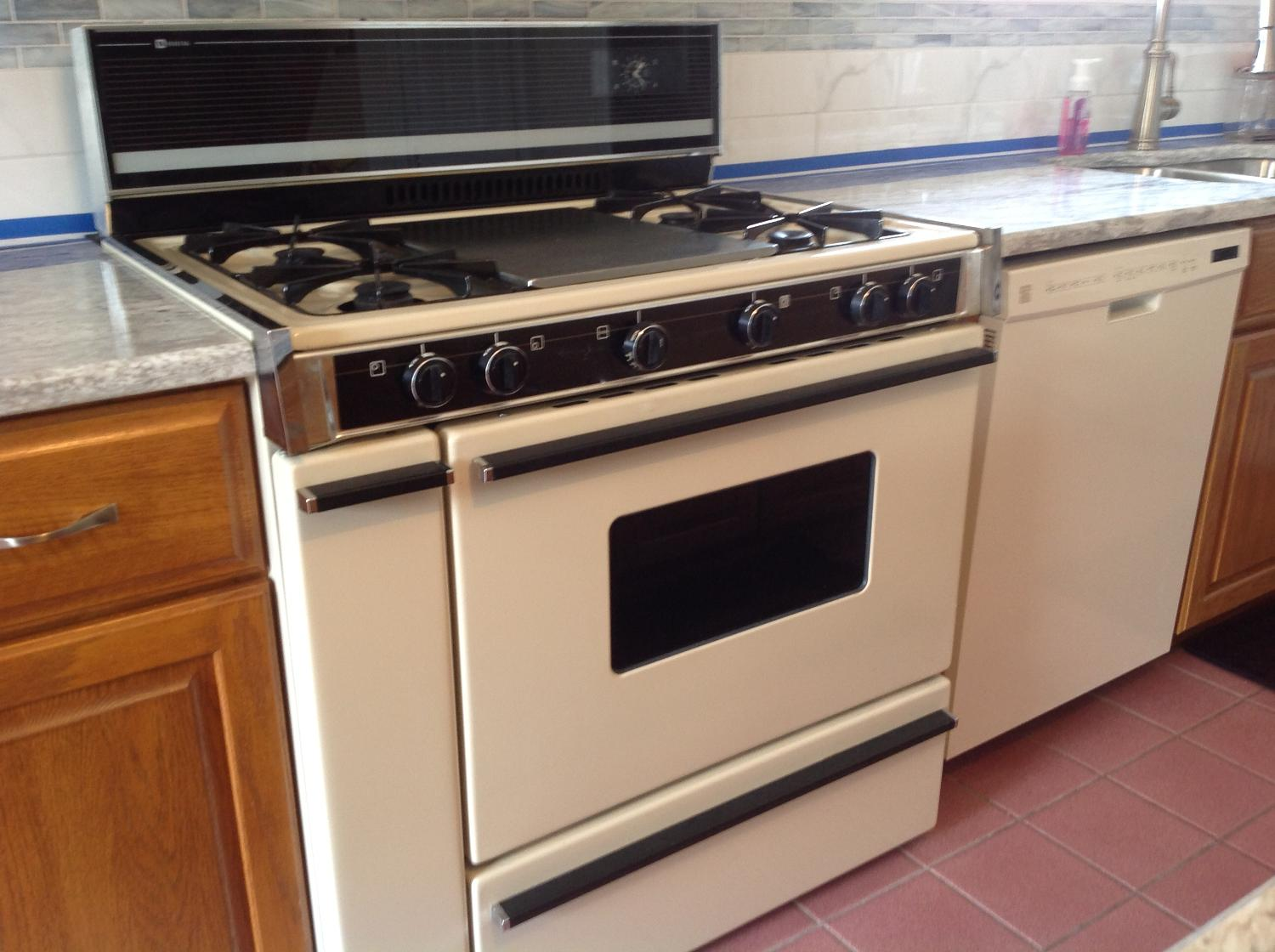 find more maytag 36 in propane gas range with range hood for sale at up to 90 off lancaster pa. Black Bedroom Furniture Sets. Home Design Ideas