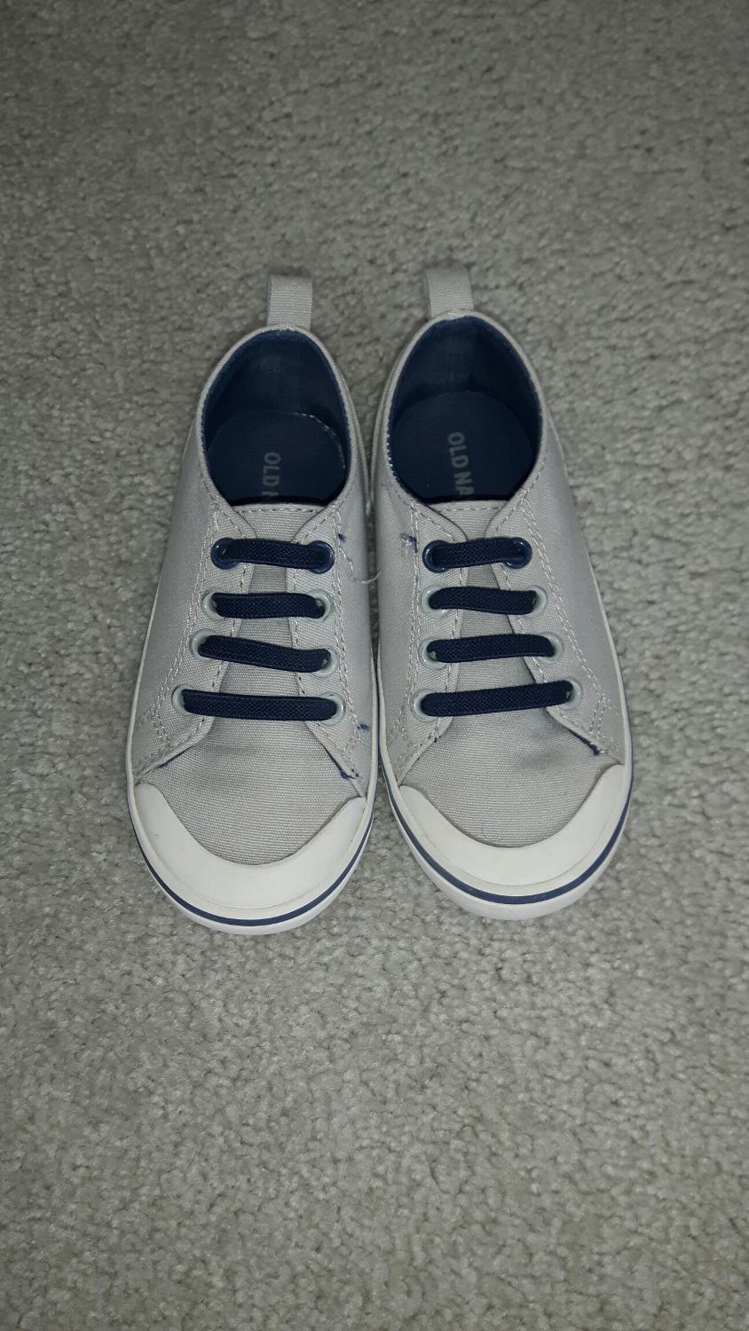Shop Kids' Old Navy Blue size 2BB Sandals & Flip Flops at a discounted price at Poshmark. Description: EUC. Sold by starneschelsea. Fast delivery, full service customer support.