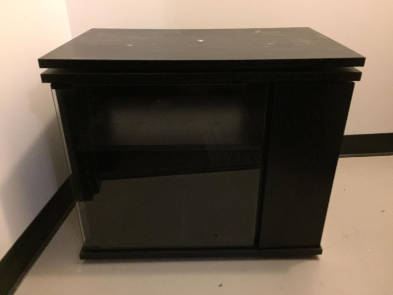 Find more meuble pour tv tv stand for sale at up to 90 off for Meubles domon lachine