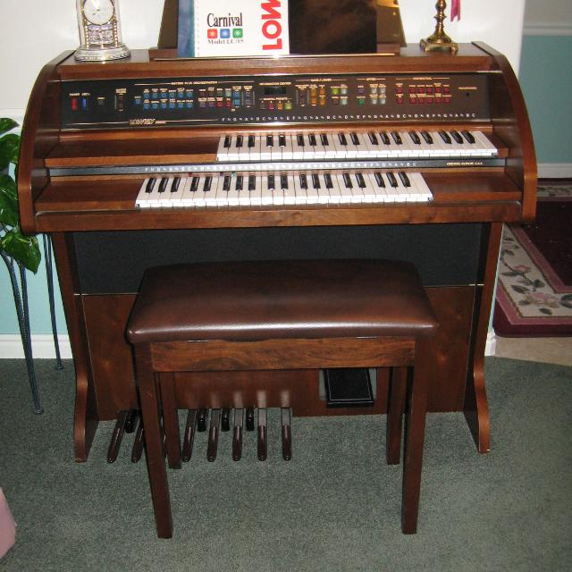 Organ For Sale >> Lowrey Organ
