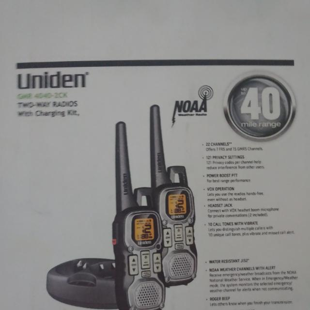 Uniden Weather Resistant 40-Mile 22-Channel FRS/GMRS Two-Way Radios with  Glow 2