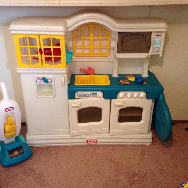 Little Tykes Kitchen: Best Vintage Little Tikes Kitchen And Vacuum For Sale In