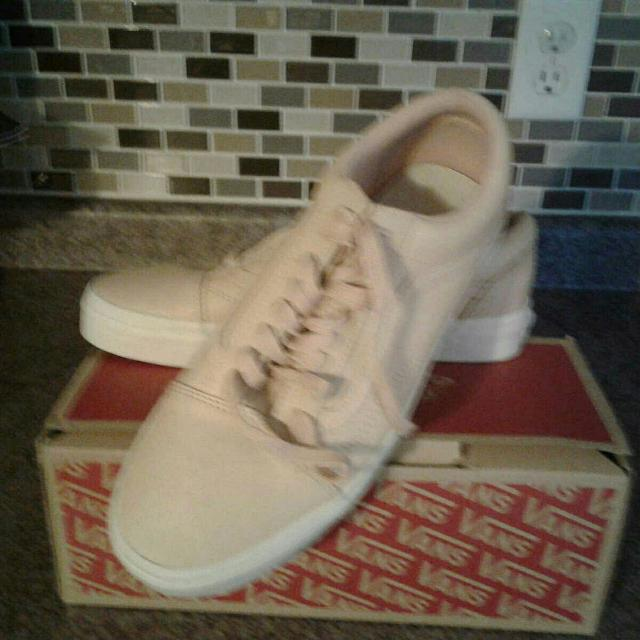 3f7794e18a Find more Bnib Vans Ladies mens Light Pink Leather for sale at up to ...