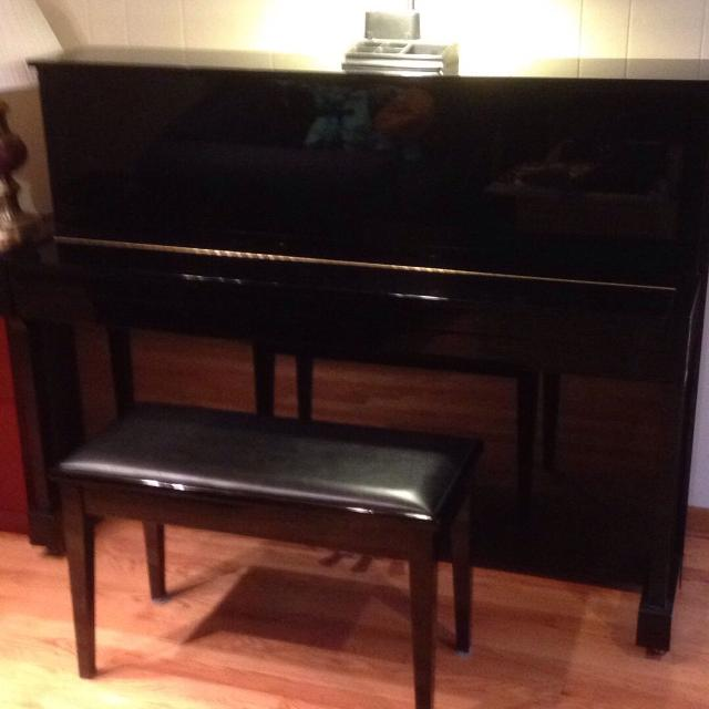 Yamaha T116 ebony upright piano ( new price !)