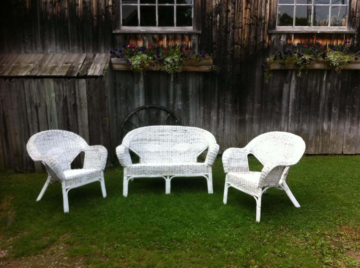 Find more vintage white wicker 3 piece patio garden set for Outdoor furniture quebec