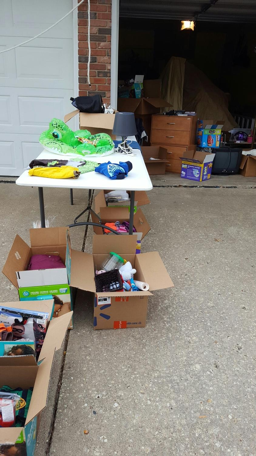 Neighborhood garage sale starts today in lake of the woods for Garage sales online
