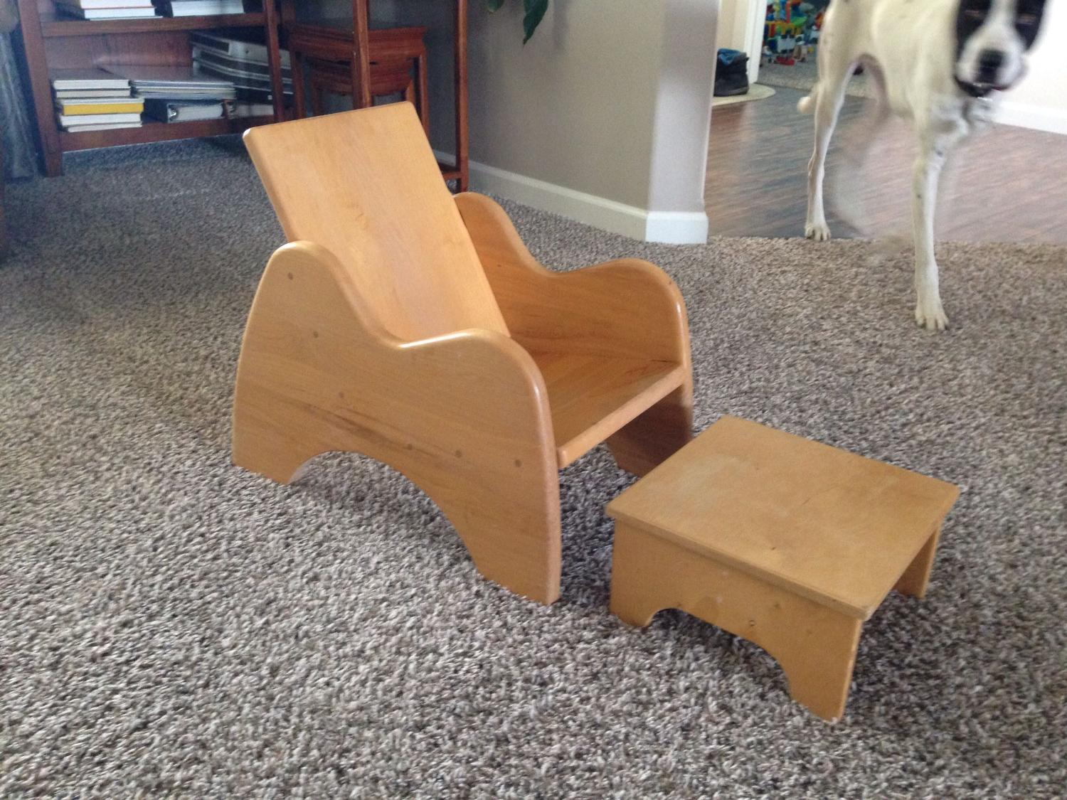Best child 39 s chair w footstool for sale in ellensburg for Furniture ellensburg