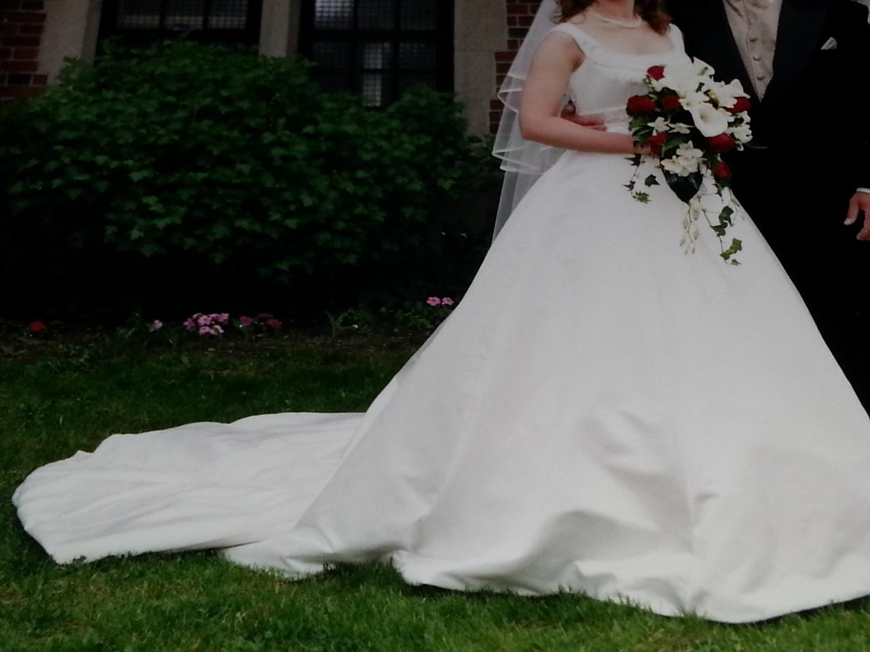 Best elegant satin wedding gown for sale in dollard des for Acid free box for wedding dress