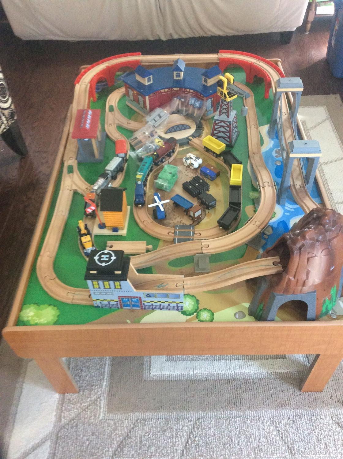 imaginarium train table with roundhouse instructions