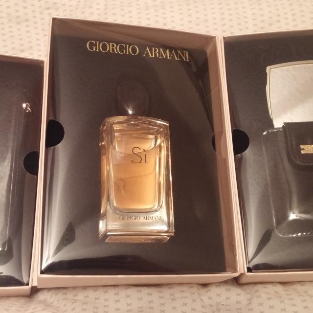 ad6f90ad239 Find more Giorgio Armani Si Eau De Parfum 100ml Gift Set for sale at ...