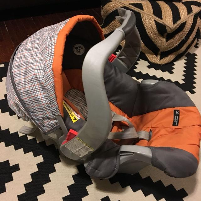 Graco Snugride Classic Connect 30 Infant Car Seat In GUC Expires July 2020